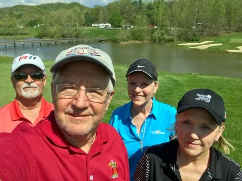 Golfcourse RV in Backgroundjpg